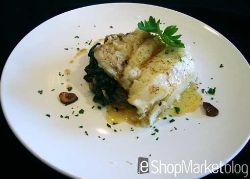 Menú de recetas: Merluza al vapor en cama de espinacas, champiñones y su refrito