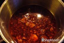 Menú de recetas: vertemos la maceración dentro de un cazo al fuego