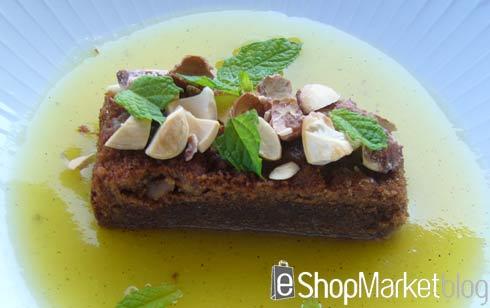 Bizcocho de chocolate con almendras y sopa de piña, menú de recetas