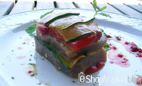 Milhojas de atún con vinagreta de frambuesas, menú de recetas