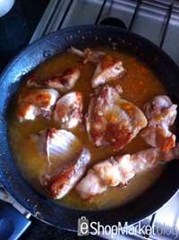 Menú de recetas: cubrimos con agua el conejo al vino blanco y dejamos que cueza