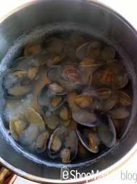 Menú de recetas: ponemos las almejas en agua caliente para que se abran