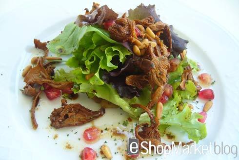 Ensalada templada de otoño con cebolla confitada y setas, menú de recetas