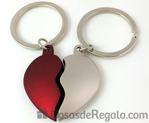 Llavero corazón en color rojo y plata, un detalle muy romántico