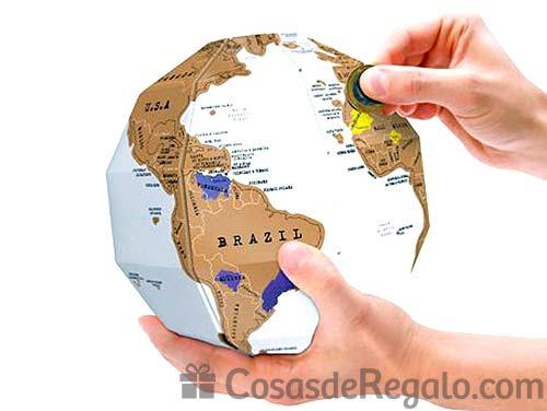 Mapa de rascar con la forma de un globo terráqueo